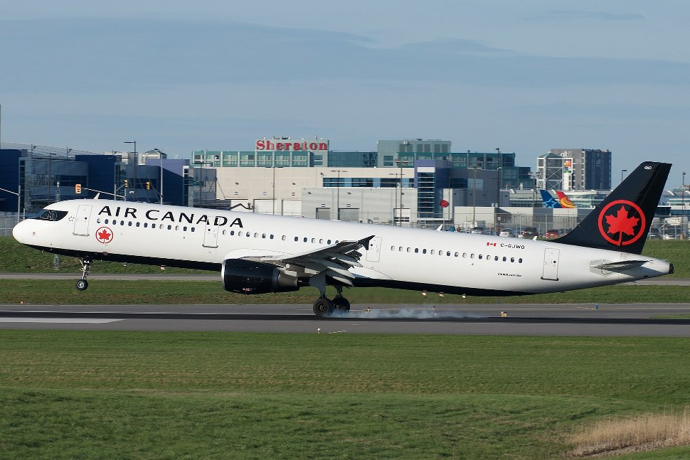 Airbus A321 displaying the new Air Canada livery