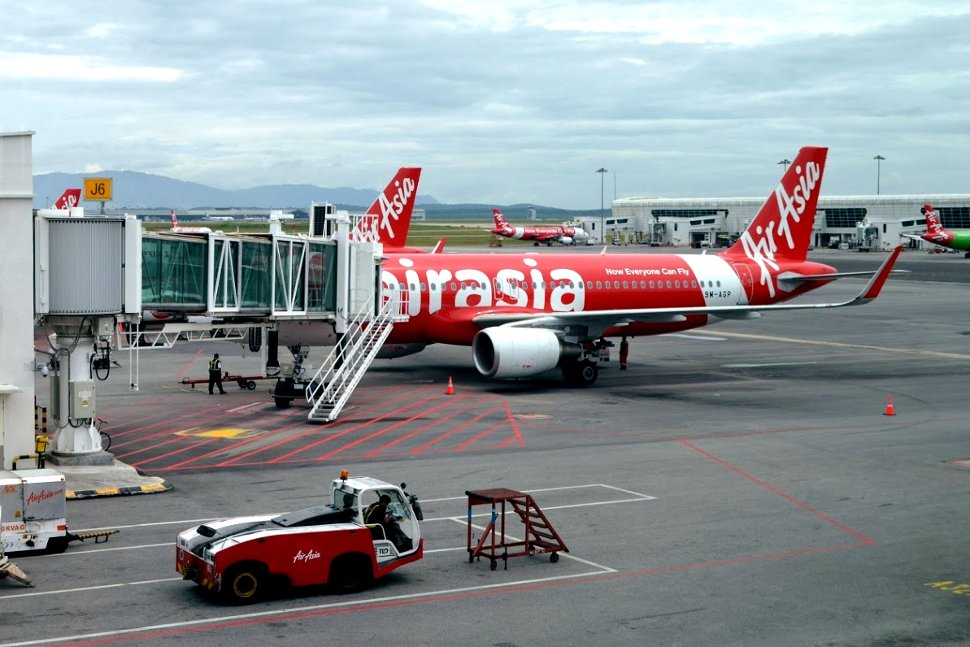AirAsia flight connected with the Aerobridge