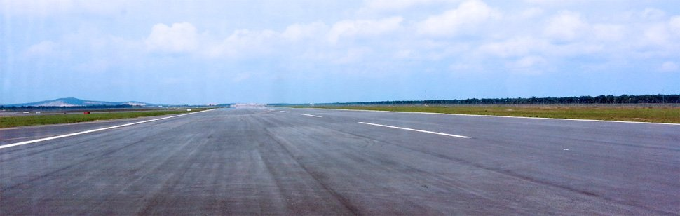 klia2 Runway 3, 3.96km long, 60m wide, picture by TWK90