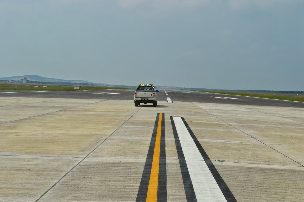Runway 3 - picture by icanflyz