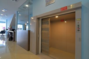 Luggage lift, Sri Packers Hotel