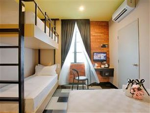 Sleep 4 Room, The youniQ Hotel