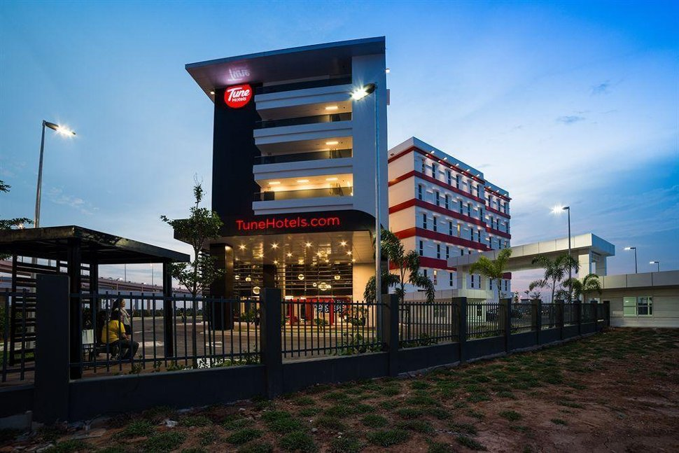Facade of Tune Hotel, klia2