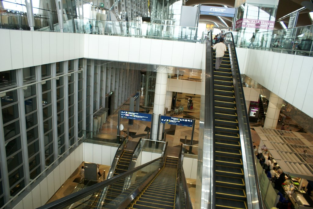 Escalator to Departure Level, Level 5
