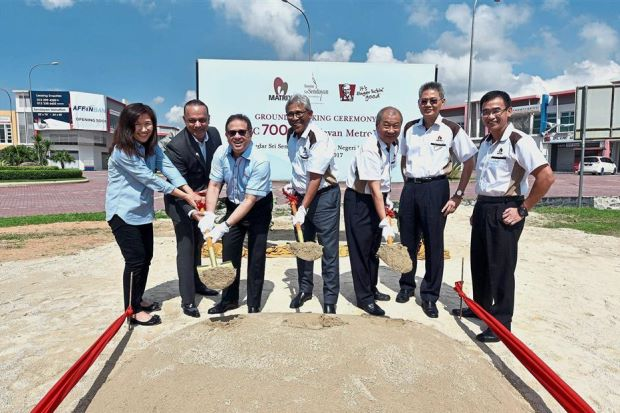 Mohamed Azahari (third from left), Mohamd Haslah (centre) and Lee (third from right) performing the ground-breaking ceremony for the new KFC outlet at Sendayan Metro Park