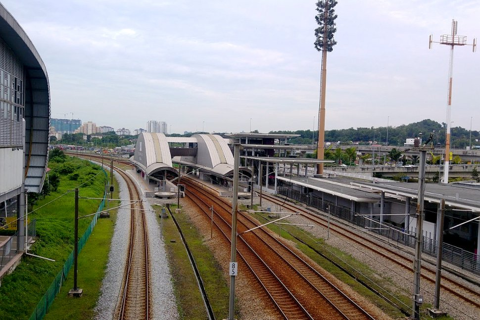 Bandar Tasik Selatan ERL station and its rail track