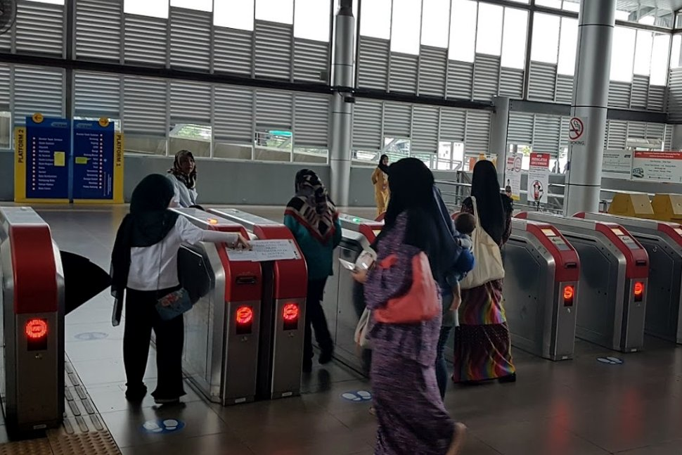 Passengers entering through the faregates