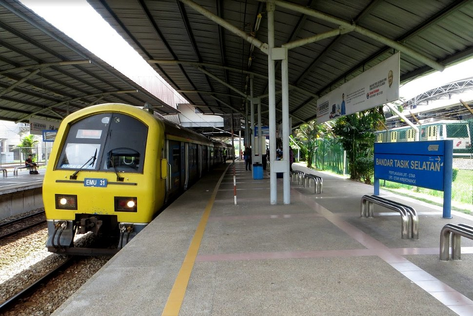 EMU train waiting at KTM station