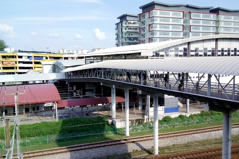 Pedestrian bridge connecting the stations