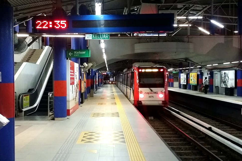 Train approaching the Bandar Tun Razak LRT station
