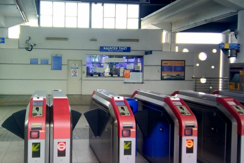 Faregates and ticket counter at the concourse level