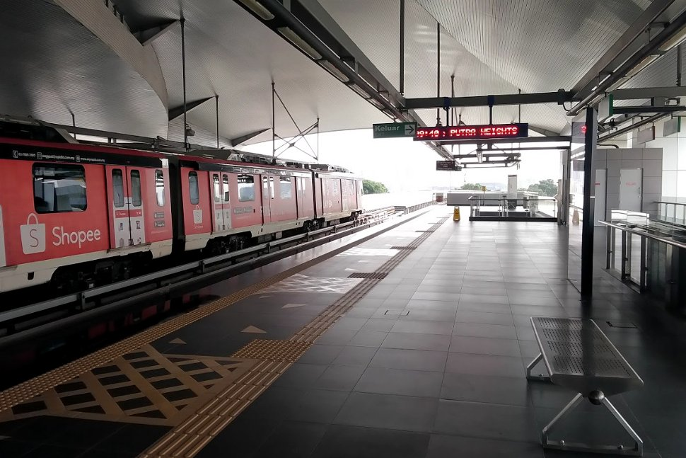 Boarding level at Kinrara BK5 LRT station