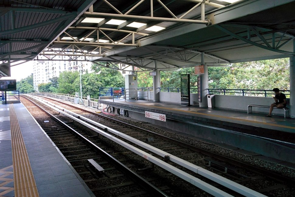 Boarding level at Maluri LRT Station
