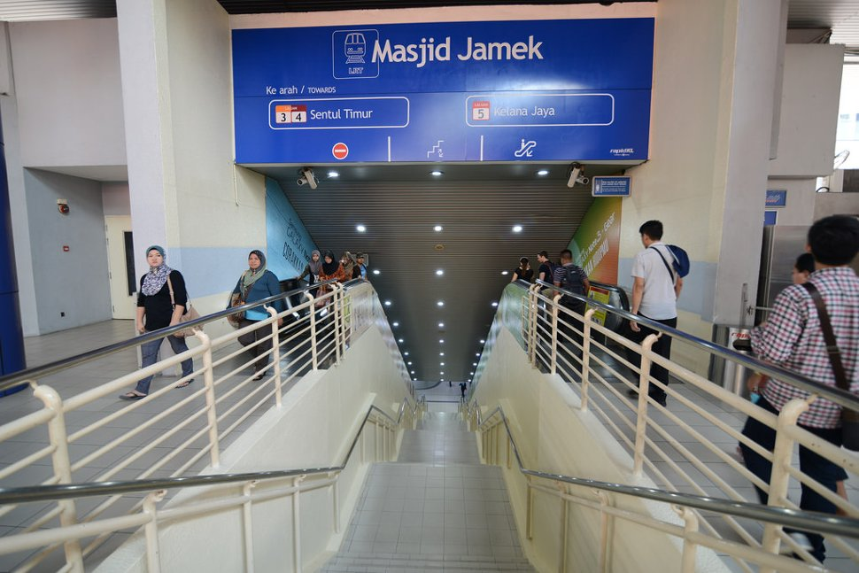 Connecting walkway between the Masjid Jamek LRT stations