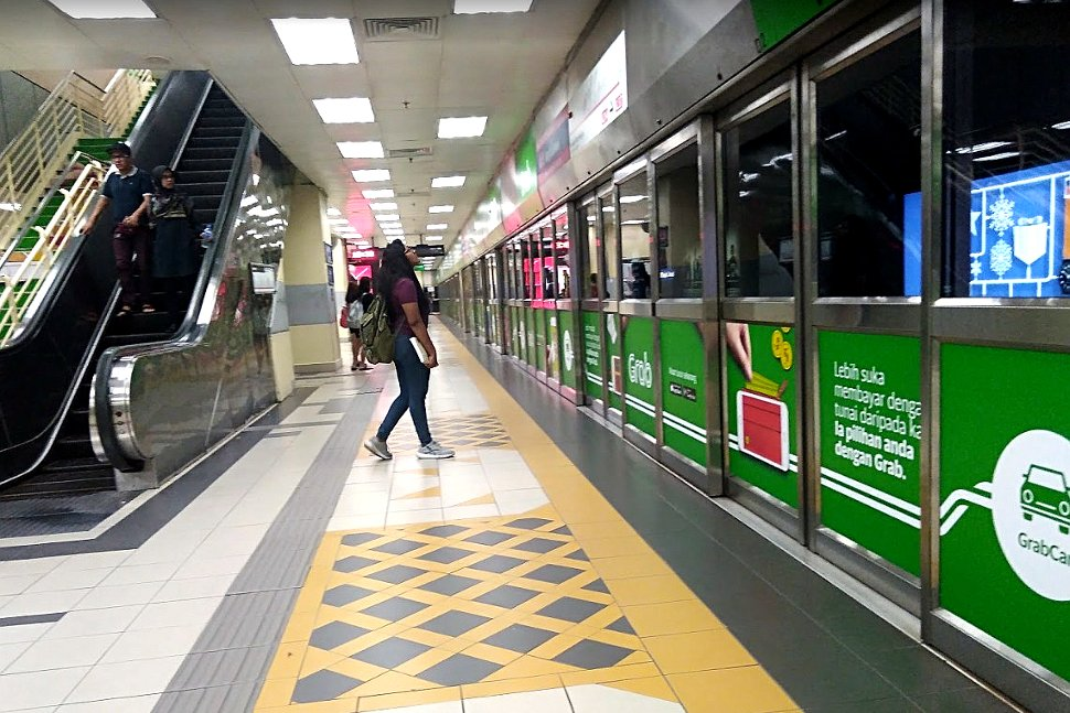 Boarding platform at Masjid Jamek LRT Station