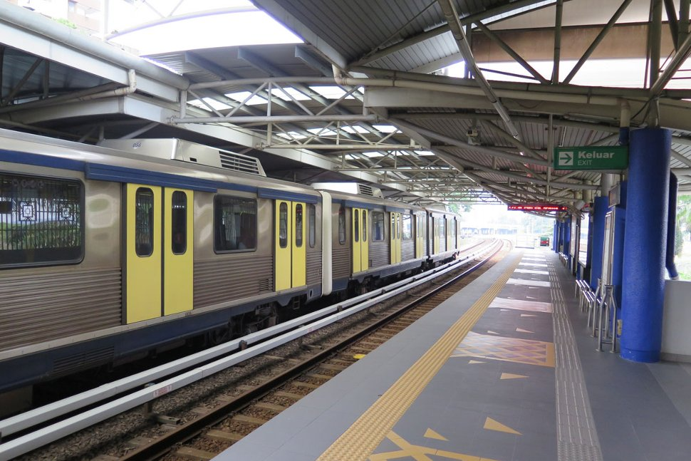 Boarding platform at Miharja LRT station