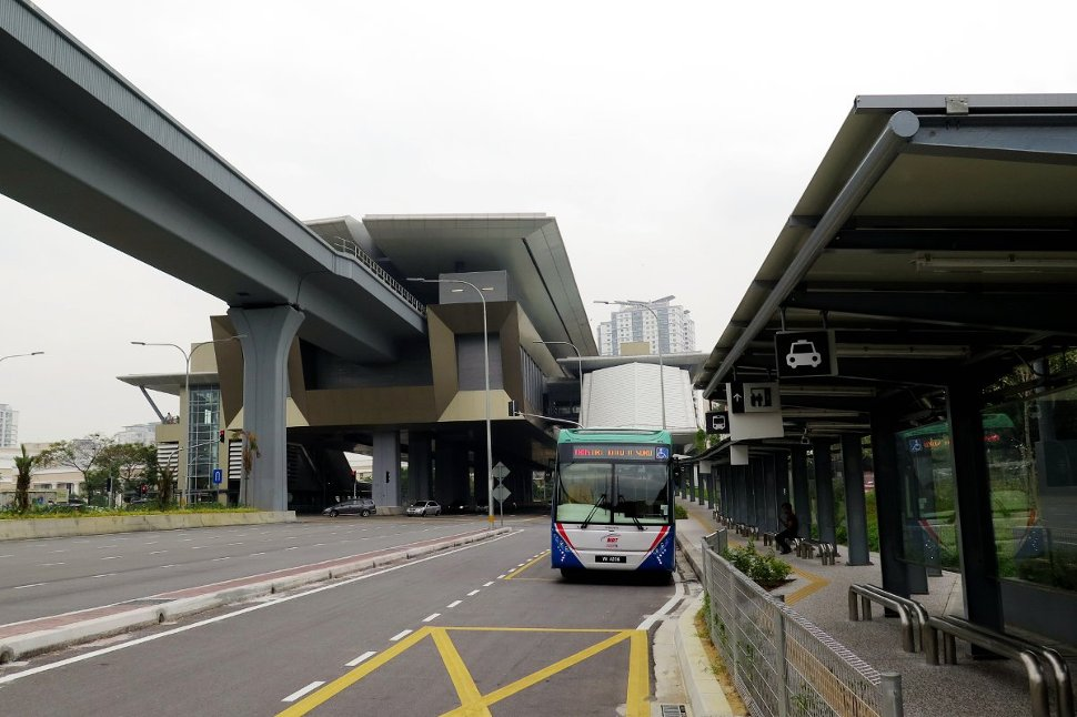 Feeder bus waiting near Entrance B of Kota Damansara station