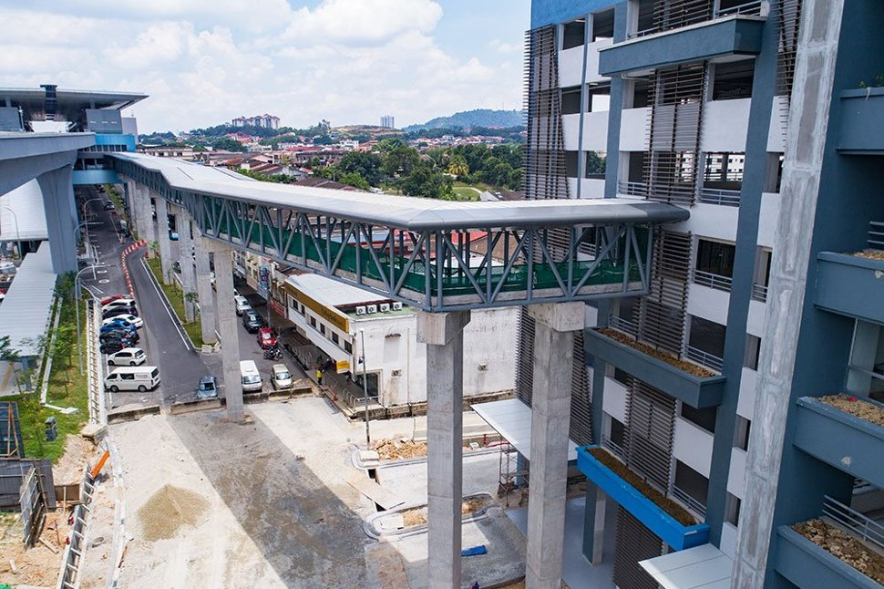 The connection between the Taman Midah Station to the multi-storey park and ride building. Apr 2017