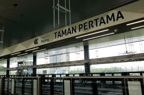 Boarding platform at Taman Pertama station