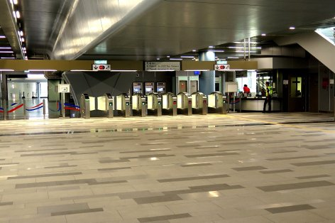 Fare gates and customer service office on concourse level