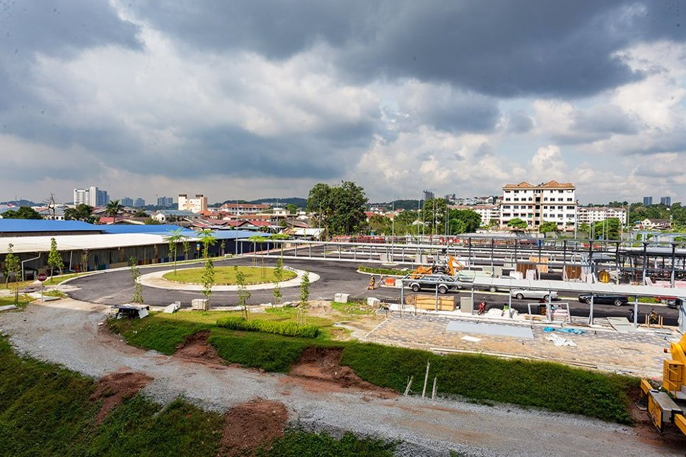 Landscaping works at the at-grade parking facility at the Bandar Tun Hussein Onn Station. Feb 2017