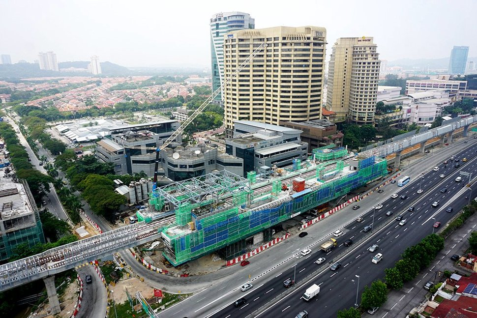 An aerial view of the ongoing construction at the Bandar Utama station. (Oct 2015)