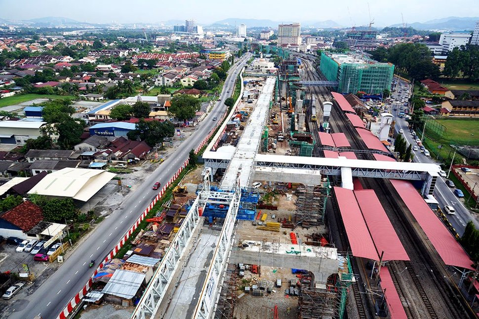 View of the Kajang MRT Station site. The building in green netting is the multi-storey park and ride building. Mar 2015