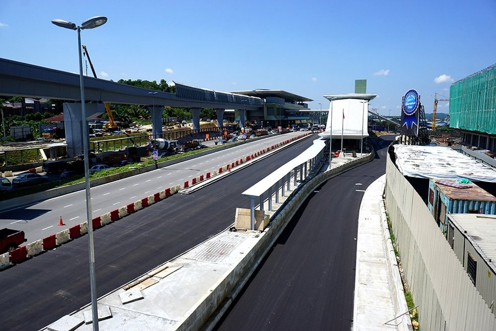 View of lay-bys for feeder buses, taxis and private cars to drop-off and pick up MRT commuters that have been built at the Kampung Selamat Station. (Sep 2016)
