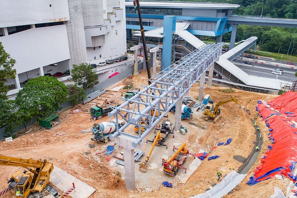 Link bridge steel frame being installed at the Taman Connaught Station. Apr 2017