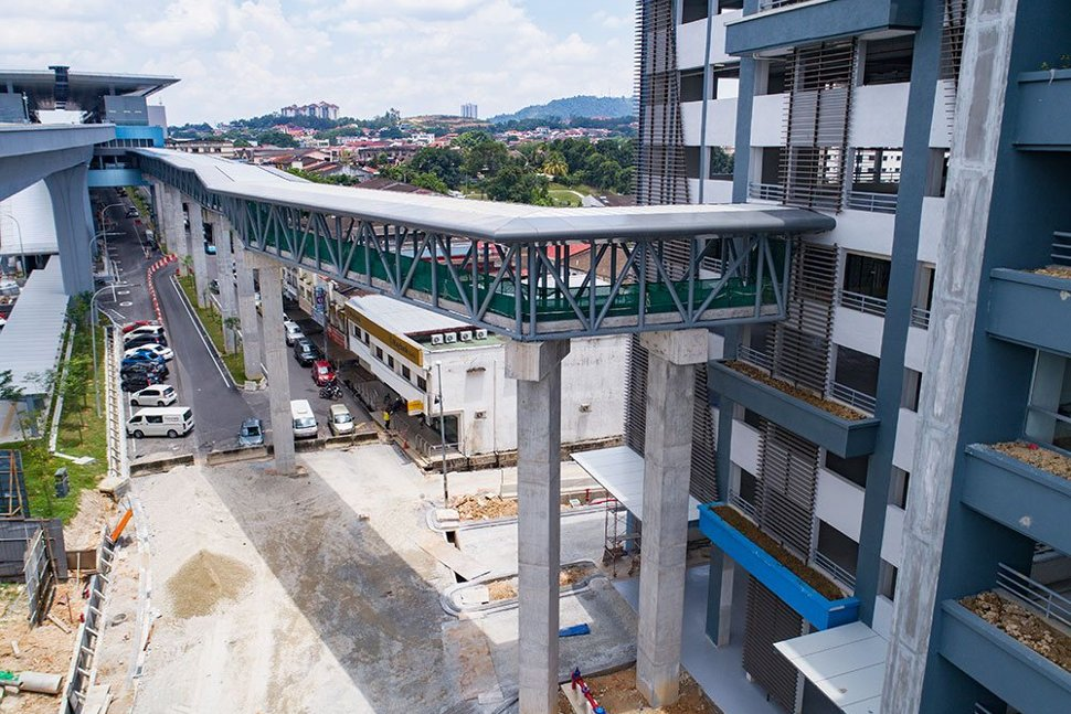 The connection between the Taman Midah Station to the multi-storey park and ride building. (Apr 2017)