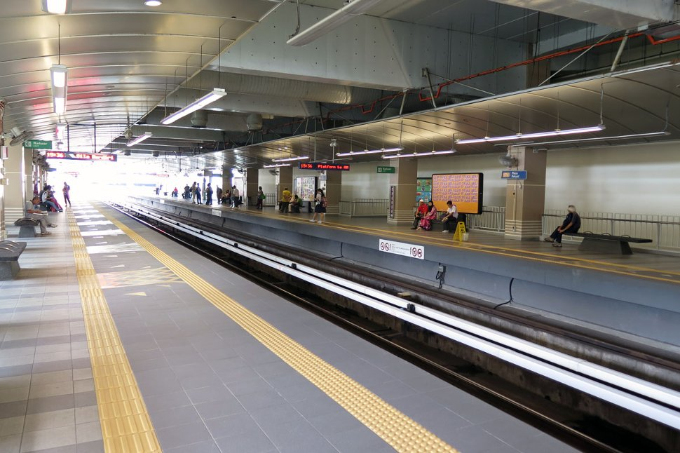 Boarding platforms at Plaza Rakyat LRT station