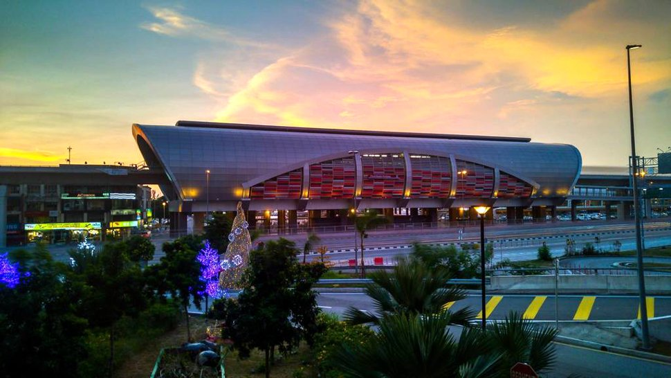 Evening view of Pusat Bandar Puchong LRT station