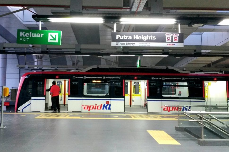 Boarding level at Putra Heights LRT station