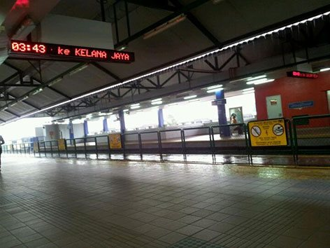 Boarding platform at Taman Melati LRT Station