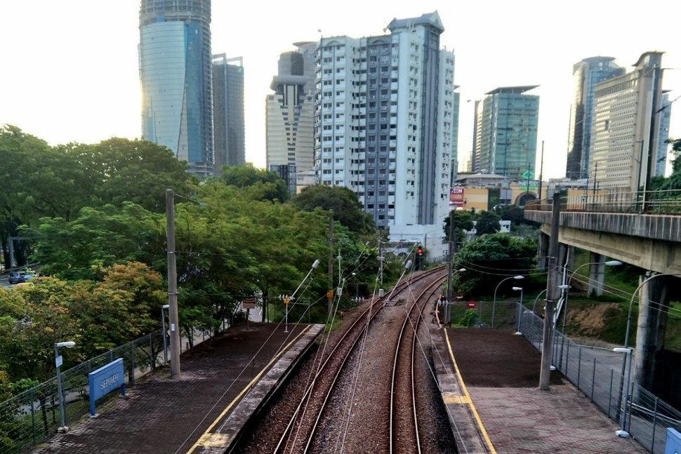 /rail tracks toward Mid Valley station