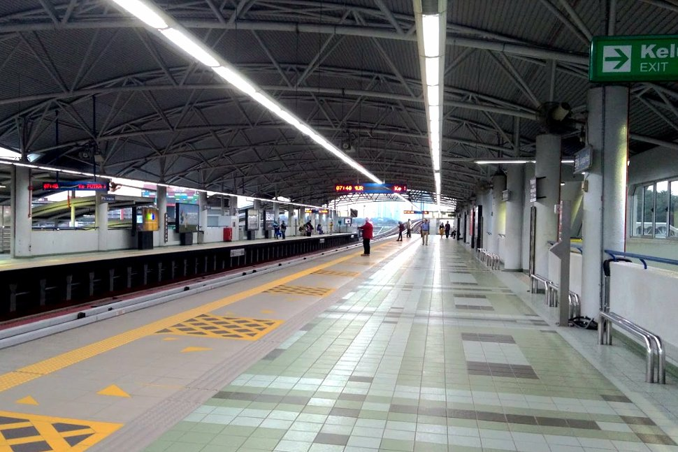 Boarding platform at Sungai Besi LRT station