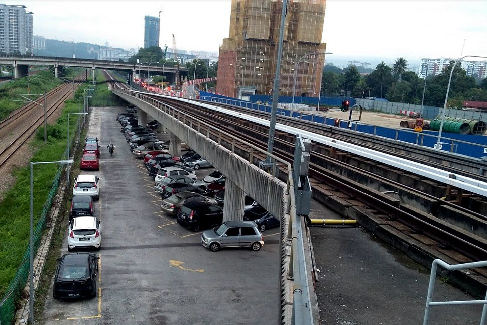 Parking spots near Sungai Besi LRT station