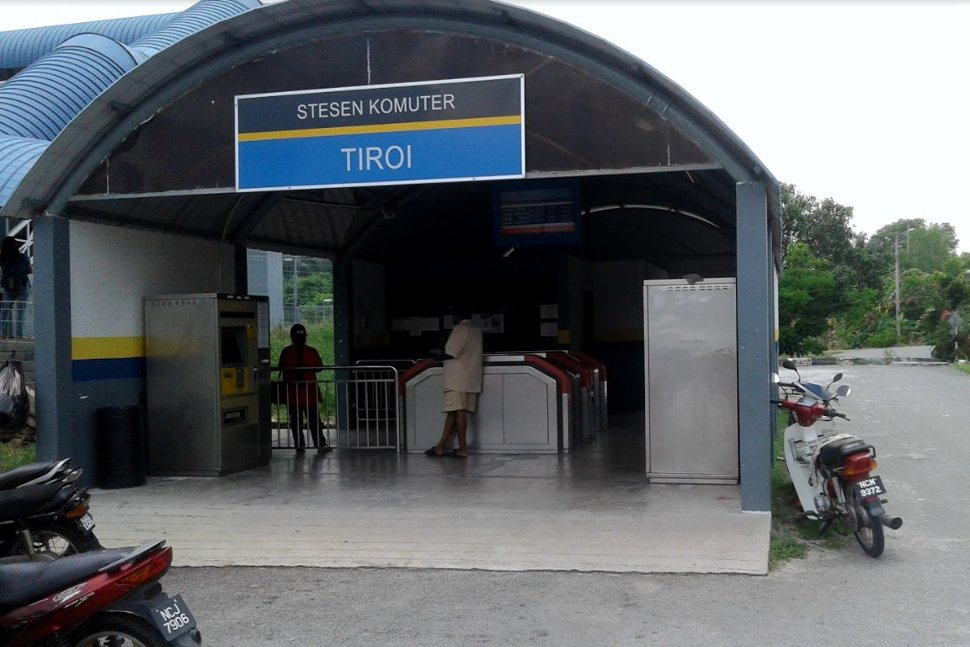 Ticket vending machines and faregates available at station