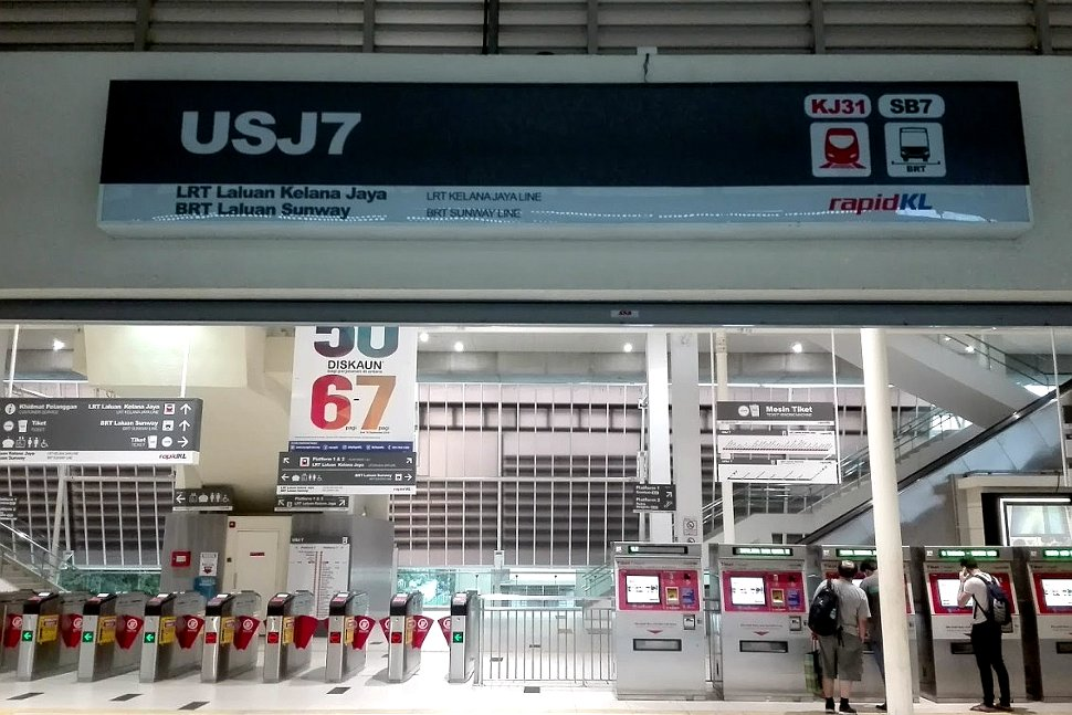 Concourse level at USJ 7 LRT station