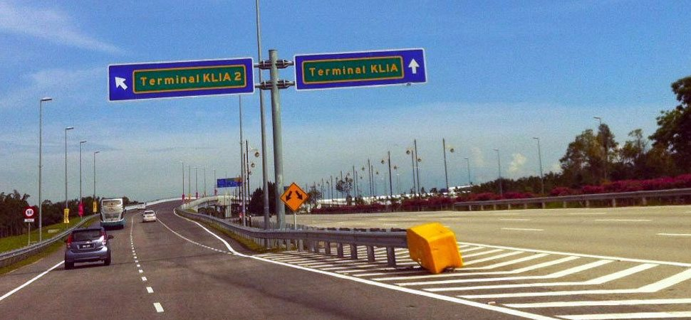 Split road before Malaysia Airport KLIA2