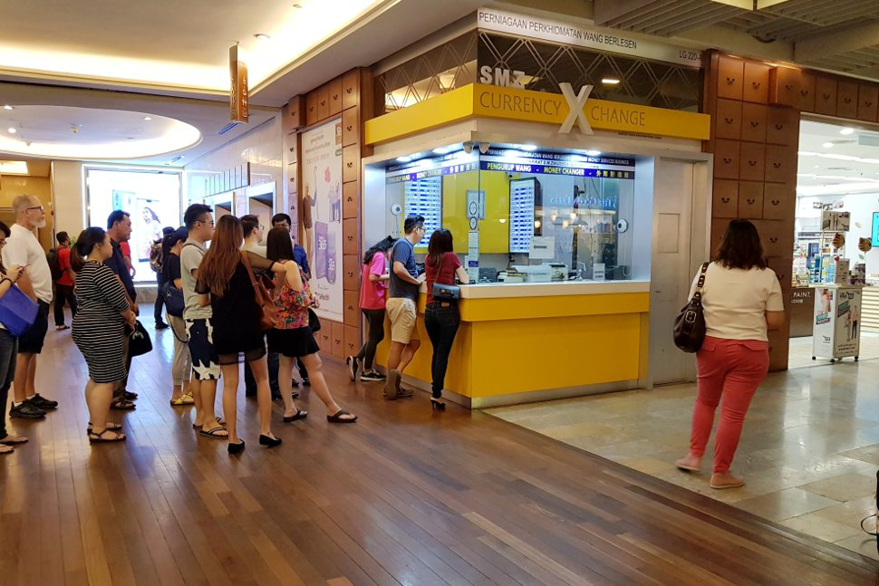 Money exchange counter near the Gardens mall, located at LG level