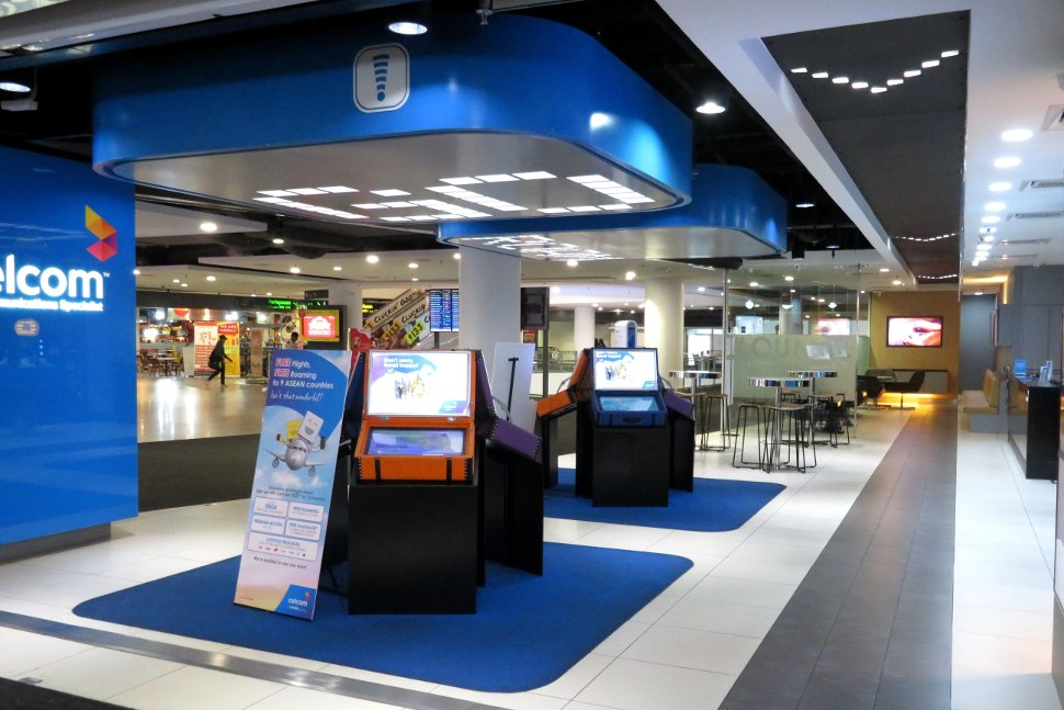 Celcom store at level 2M of Gateway@klia2 mall