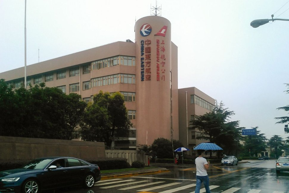 Current headquarters at Shanghai Hongqiao Airport, shared with China Eastern Airlines
