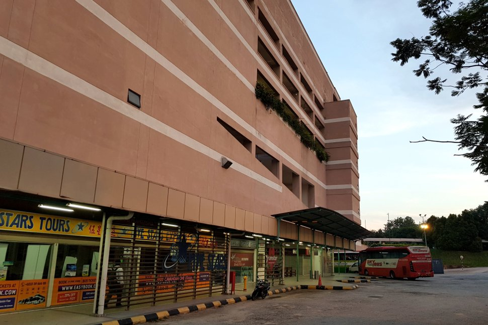 Skybus waiting at 1 Utama shopping center