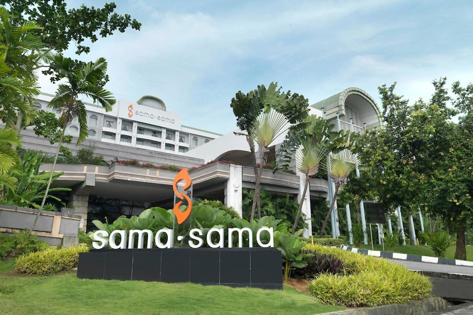 Entrance to the Sama-Sama Hotel
