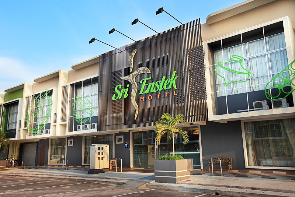Front view of Sri Enstek Hotel