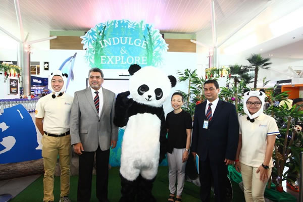 Exploring new frontiers: (left to right) Malaysia Airports Managing Director Datuk Badlisham Ghazali, Vice President of MasterCard Malaysia Nikki Lee and Malaysia Airports Senior Manager of Commercial Services Encik Ahmad Nazri Hamzah at the launch of the Indulge & Explore campaign