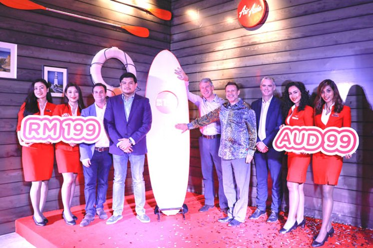 (From third left) AirAsia X Group Head of Commercial, Barry Klipp, Benyamin, Harwood, Goledzinowski and Justin Giddings flanked by cabin crew at the launch of AirAsia to transition its Melbourne services to Avalon Airport.