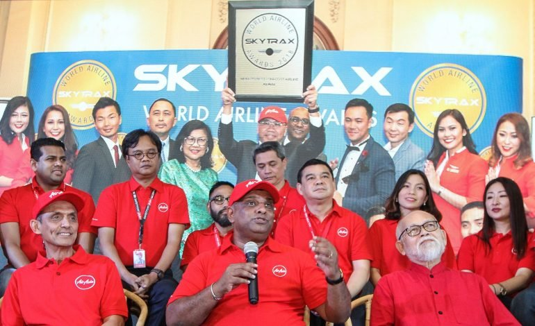 AirAsia Group Berhad chief executive officer Tan Sri Tony Fernandes (front row, middle) during a press conference to announce AirAsia being awarded 'World's Best Low-Cost Airline' in the 2018 Skytrax World Airline Awards. Photo: MUHAMAD SHAHRIL ROSLI/The Star