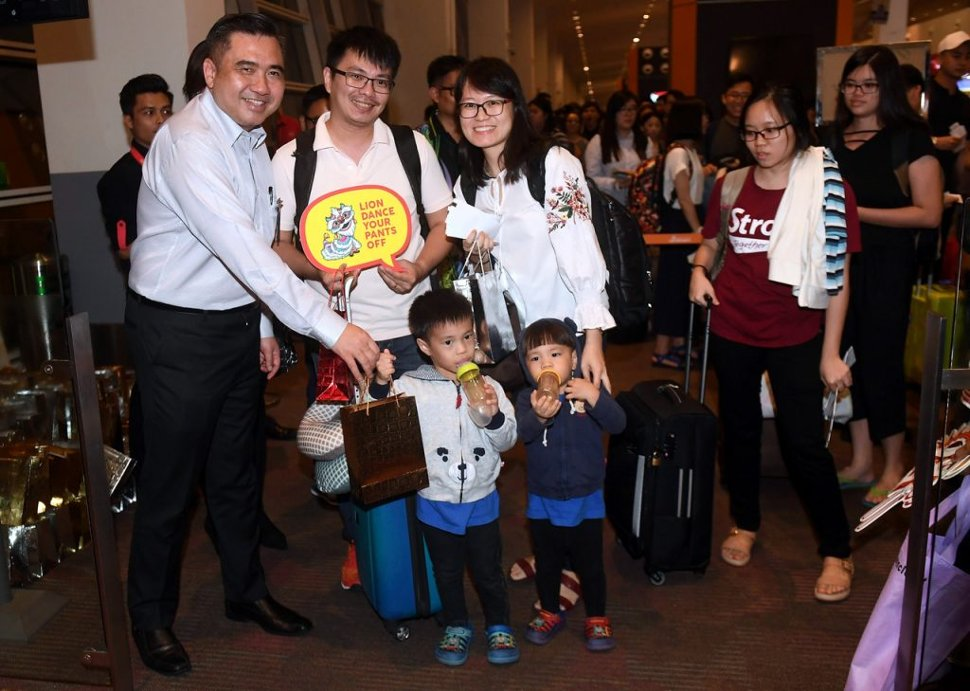 Loke (left) presents a goody bag to AirAsia flight passengers to Sibu while attending the AirAsia Supplementary Aircraft Release Ceremony in conjunction with the Chinese New Year at Kuala Lumpur International Airport 2 (klia2) today